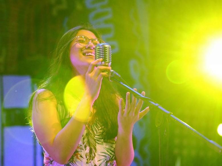 Tarian Bunga Tidur Danilla dalam Video Klip Sebuah Mimpi Buruk