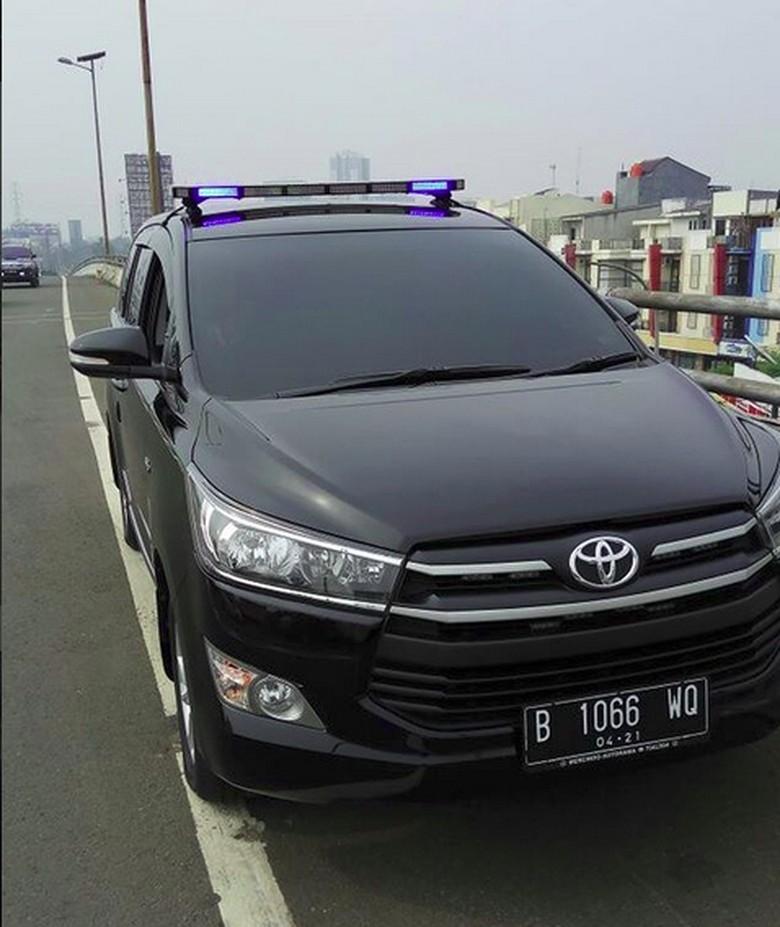 Polisi Juga Tilang Pengemudi Mobil Pakai Rotator di Kebon Nanas