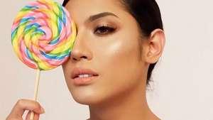 Usai Video Syur, Millendaru Terlihat Main ke Bar LGBT