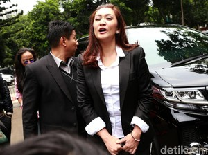 Resmi Cerai, Nafa Urbach dan Zack Lee Asuh Mikhaela Bersama