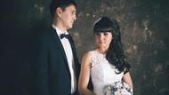 Pasangan Ini Dihujat karena Tampilkan Foto Intim di Undangan Pernikahan
