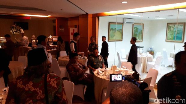Panglima TNI Jenderal Gatot Nurmantyo sempat makan malam bersama para kepala staf TNI lainnya