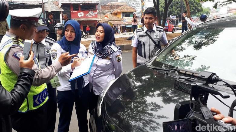 Razia Transportasi Online di Bandung