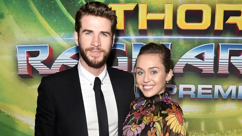Dikabarkan Putus, Miley Cyrus dan Liam Terlihat Berduaan di Bandara