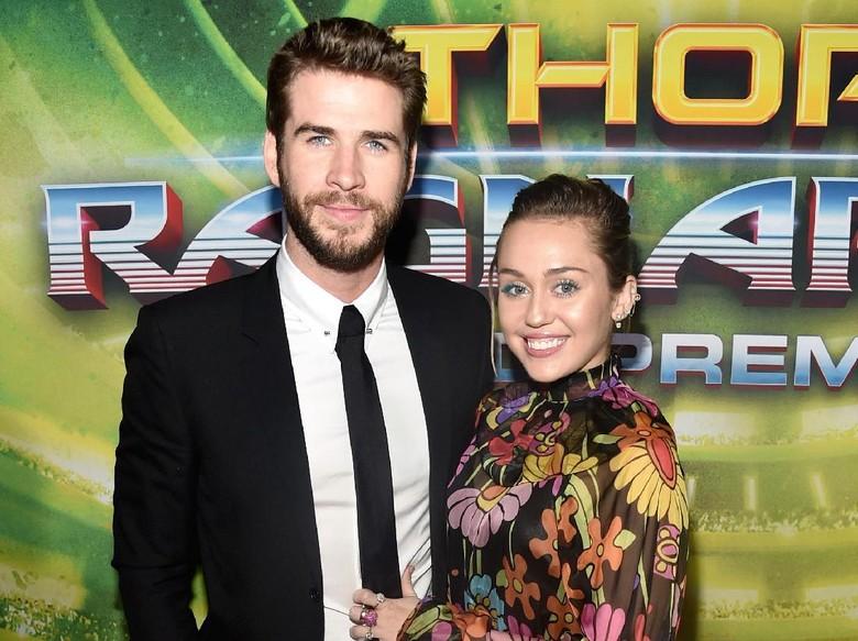 Foto: Miley Cyrus dan Liam Hemsworth (Alberto E. Rodriguez/Getty Images for Disney)