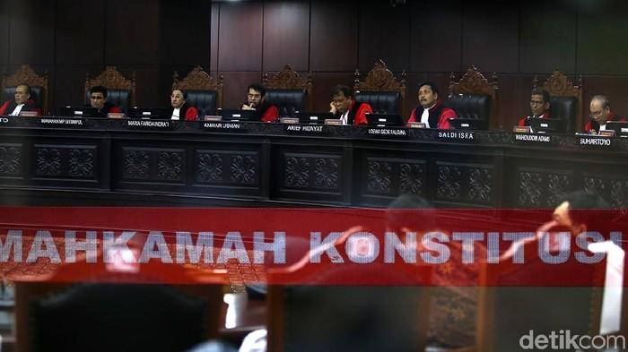 Sidang pleno Mahkamah Konstitusi