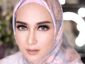 Foto: 10 Gaya Hijab Selebriti Pakai Ciput Rajut Anti Pusing