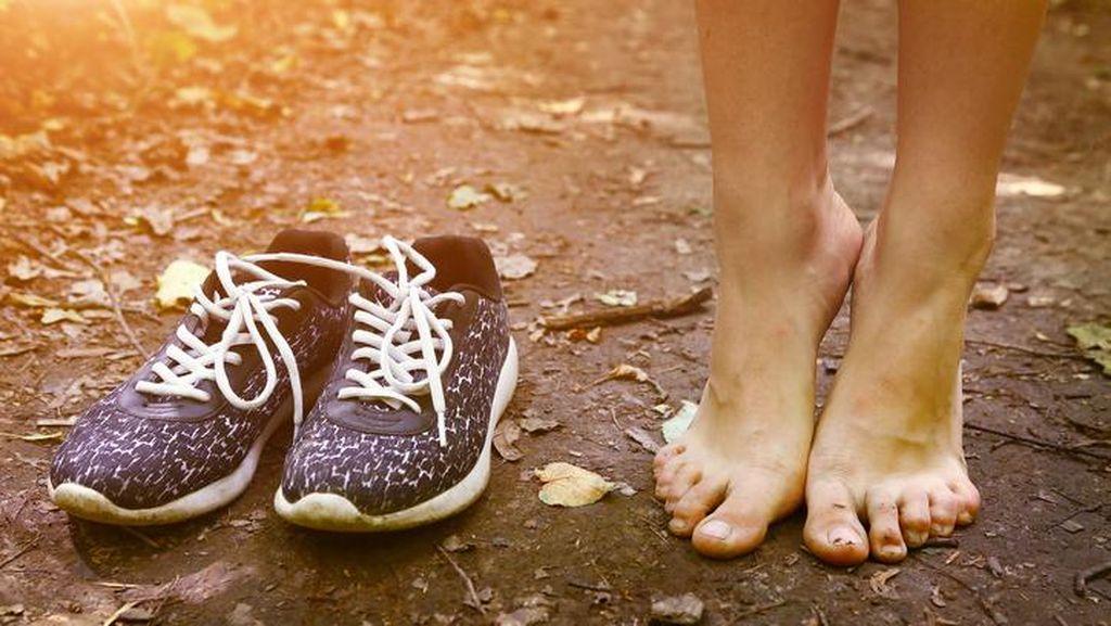 Pakai Sepatu Tanpa Kaus Kaki? Ngetren Sih, Tapi Ada Risikonya