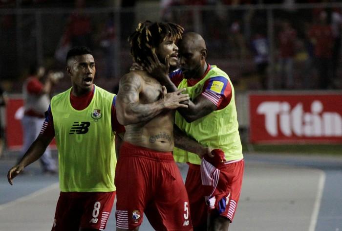 Roman Torres pemain asal Panama menjadi pemain terberat di Piala Dunia 2018. Dirilis di website resmi FIFA, Roman memiliki berat badan 99 kilogram dengan tinggi 188 sentimeter. Ia pun memiliki indeks massa tubuh 28,01 kg/m2 yang termasuk kategori overweight. Foto: Carlos Lemos/Reuters