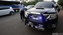 Mobil Pemakai Rotator Terjaring Razia