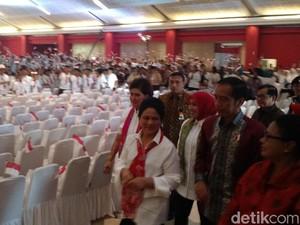 Jokowi ke Murid SMA: Yang Ingin Jadi Presiden, Silakan Maju!