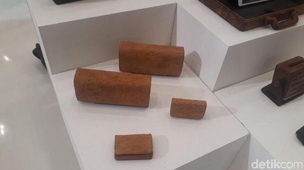 Produk dompet dari kayu