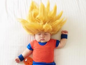 Foto: Gemas! Bayi Didandani Ibu dengan Berbagai Kostum saat Tidur
