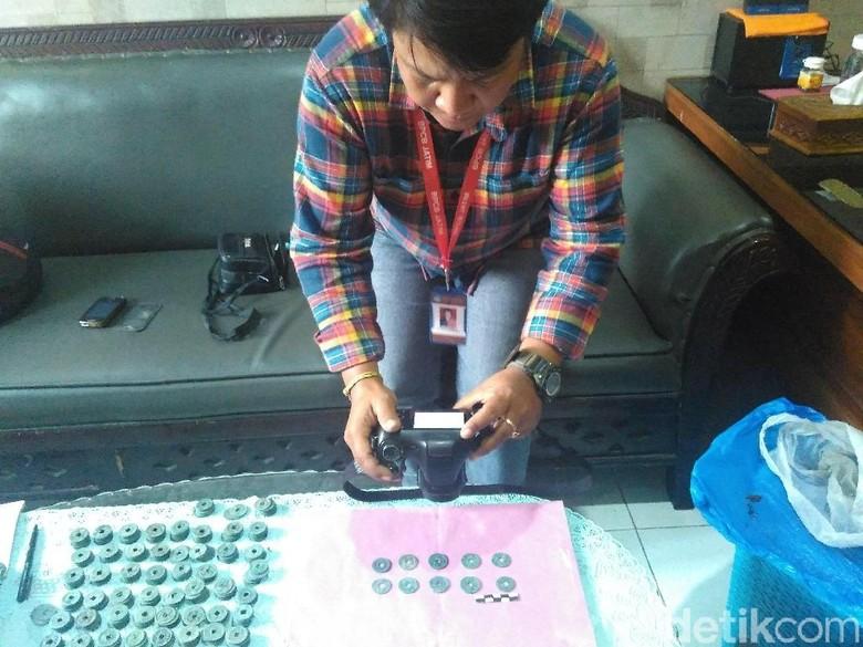 Ratusan Koin Berhuruf China Ditemukan di Blitar Diduga Benda Seni