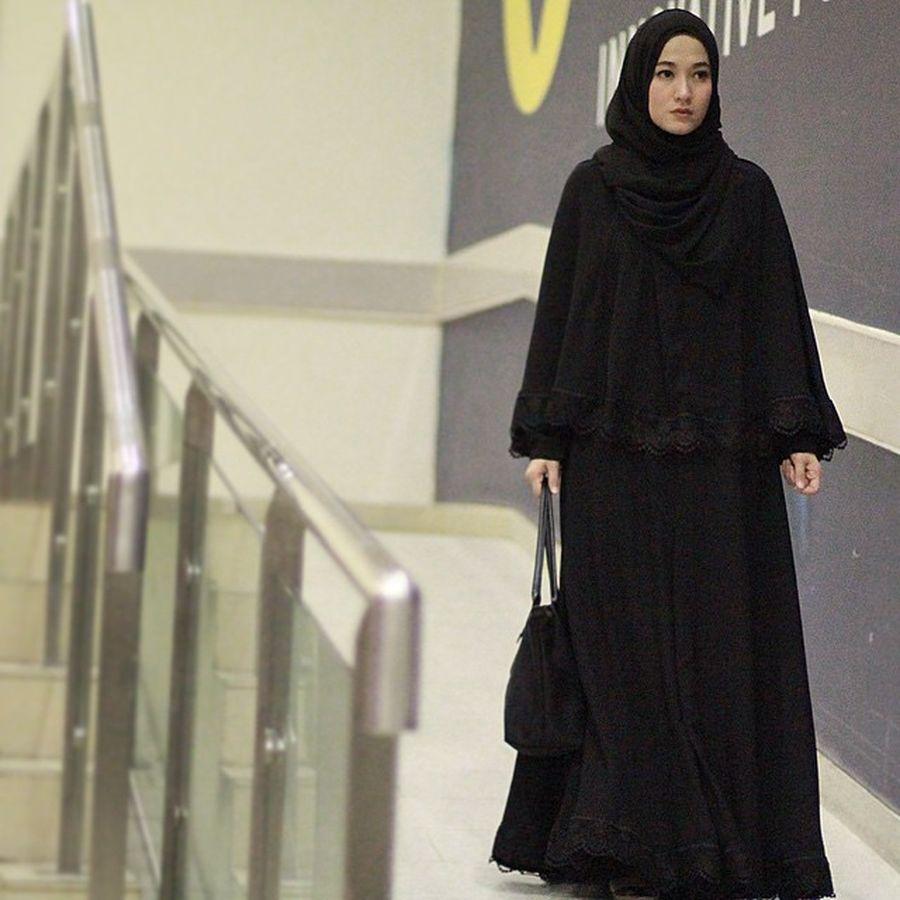 Foto 10 Gaya Hijab Syar I Lyra Virna Yang Bisa Jadi Inspirasi Ke Kondangan Foto 9