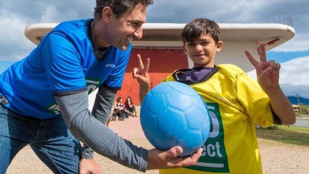 Ethan Zohn adalah mantan pemain sepak bola profesional di Afrika