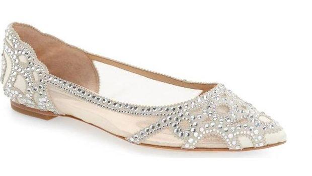 5 Sepatu Flat Cantik yang Nyaman Dipakai Pengantin di Hari Pernikahan