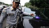 Operasi tersebut berhasil menindak mobil dinas milik pemerintah yang menggunakan rotator tanpa pengawalan serta mobil swasta yang menggunakan rotator tidak semestinya.