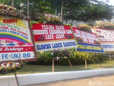 Karangan bunga untuk Jokowi-Ahok-Djarot di Balai Kota DKI