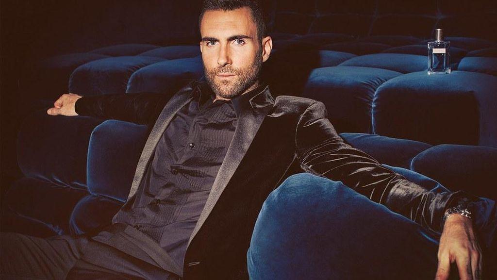 Aksi Adam Levine Tebar Pesona di Iklan Parfum YSL
