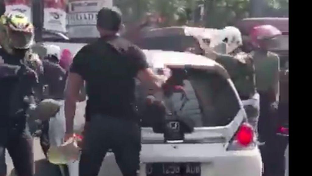 Ramai di Medsos, Pelaku Tabrak Lari Dikejar dan Mobil Dirusak