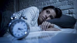 5 Alasan Kamu Suka Terbangun Saat Tidur di Malam Hari