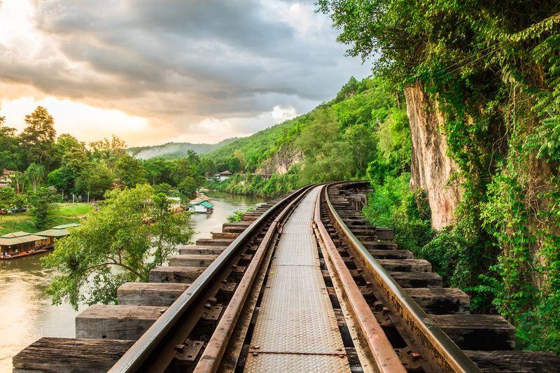 Destinasi ini sampai-sampai disebut jalur kereta api kematian. Simak foto-foto lawas berikut ini (Dok. Belmond Eastern and Oriental Express)