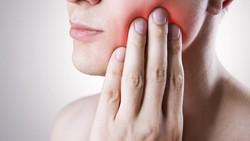 Kamu terbiasa malas untuk menggosok gigi setidaknya dua kali sehari, waspadalah! Bukan hanya kuman yang datang, tapi juga 6 penyakit lainnya akan mengintaimu.