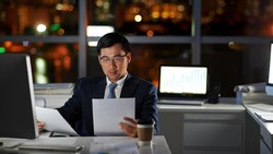 Kegemukan yang banyak dikeluhkan oleh para pekerja tanpa disadari dipicu oleh gaya hidup dan tekanan orang-orang di kantor. Berikut 7 di antara alasannya.