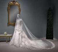 Istri George Clooney Sumbang Gaun Pengantin Mewahnya ke Museum