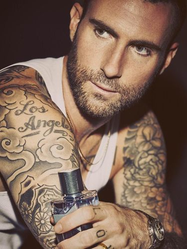 Gantengnya Adam Levine di Iklan Parfum Terbaru