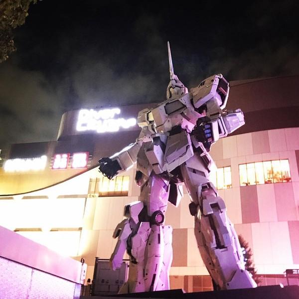 Beberapa bulan setelahnya Gundam pengganti pun disiapkan dan diletakkan di area DiverCity Tokyo Plaza pula (japangeeek/Instagram)