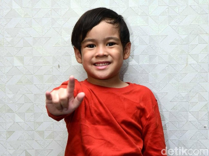 Adhiyat, aktor cilik di film Pengabdi Setan.