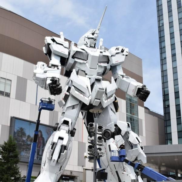 Gundam merupakan anime populer dari Jepang dengan aneka robot menjadi karakternya. Keberadaan Gundam raksasa di pelataran DiverCity Tokyo Plaza pun menjadi incaran traveler. Inilah Gundam yang sempat dipindahkan pada Maret 2017 lalu (darwinfish105/Youtube)