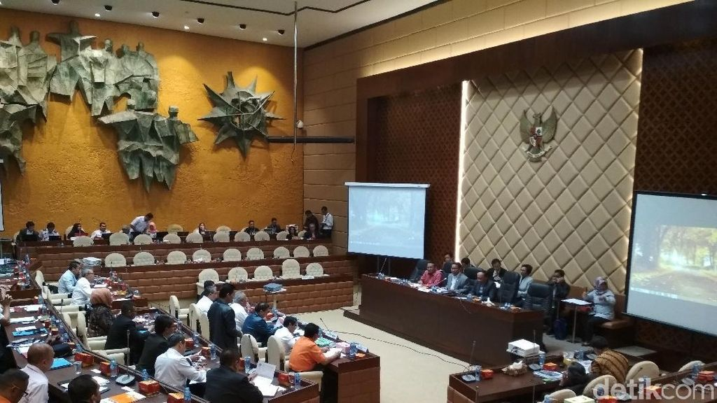 Bahas Anggaran 2018, Menteri PUPR dan Kemenhub Rapat  di DPR