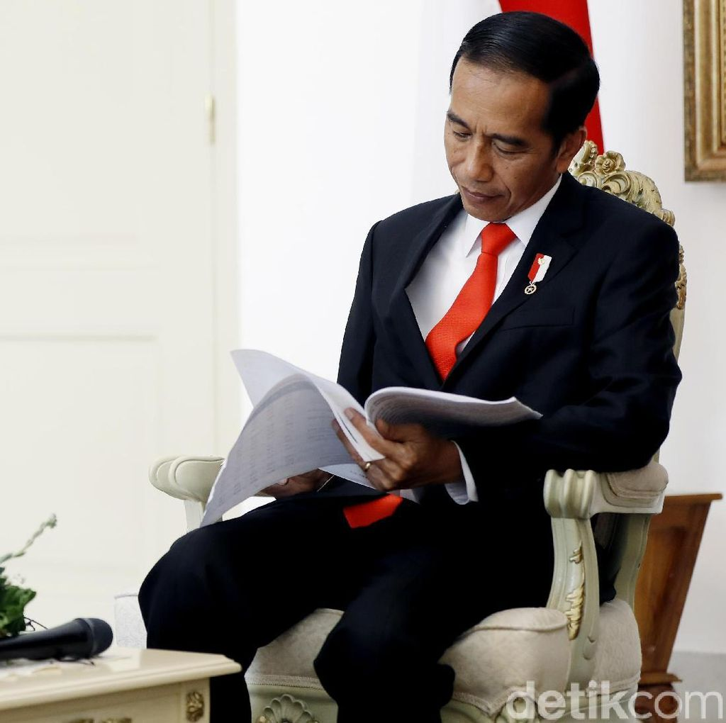 Jokowi Mau Angkat Honorer Jadi PNS?