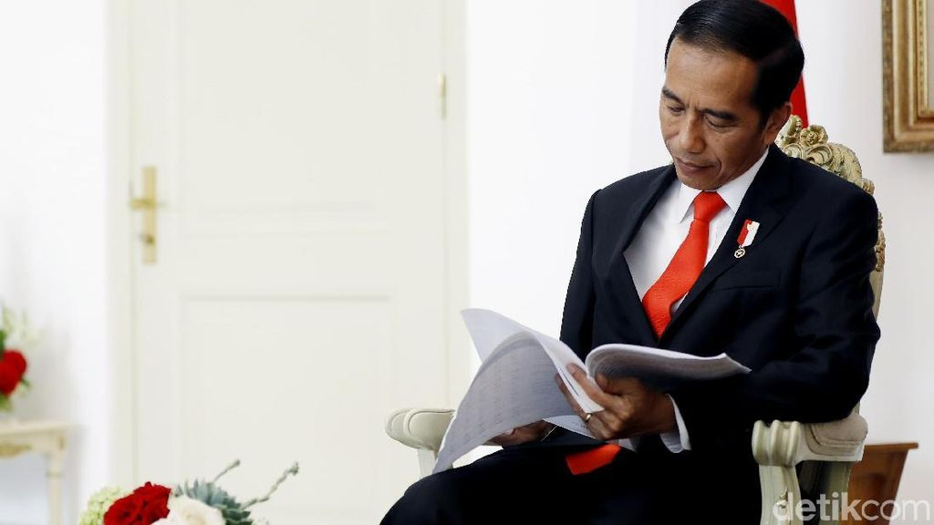 Jokowi Teken Perpres Cukai Rokok Tambal Defisit BPJS Kesehatan