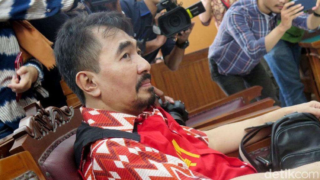Diancam 15 Tahun Penjara, Aa Gatot Sebut Dakwaan Jaksa Ngarang