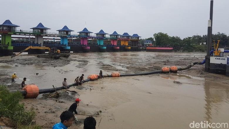 Foto: Di Banten, Bendungan Saja Dikuras