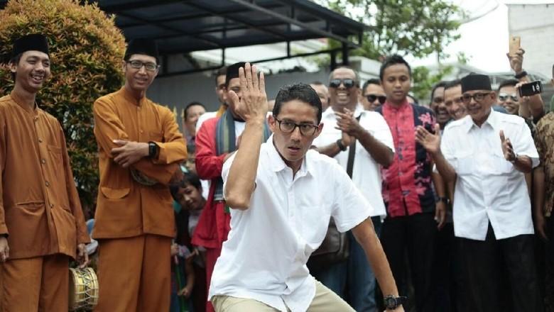 Foto: Aksi Sandiaga Pamer Jurus Silat: Bangau Terbang hingga Lipat Dompet