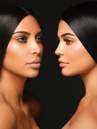 Di Foto Ini Krisdayanti & Yuni Shara Mirip Kim Kardashian & Kylie Jenner