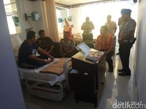 PNS Korban Penyerangan Dijenguk Pejabat Kemendagri