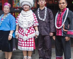 Tradisi Nikah Suku Miao di China, Pengantin Berhias Perak