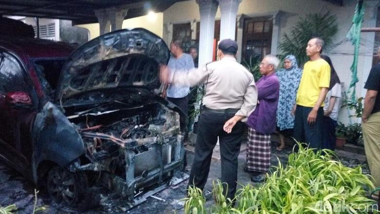 Mobil Pengurus Lembaga Adat Melayu Pekanbaru Dibakar OTK