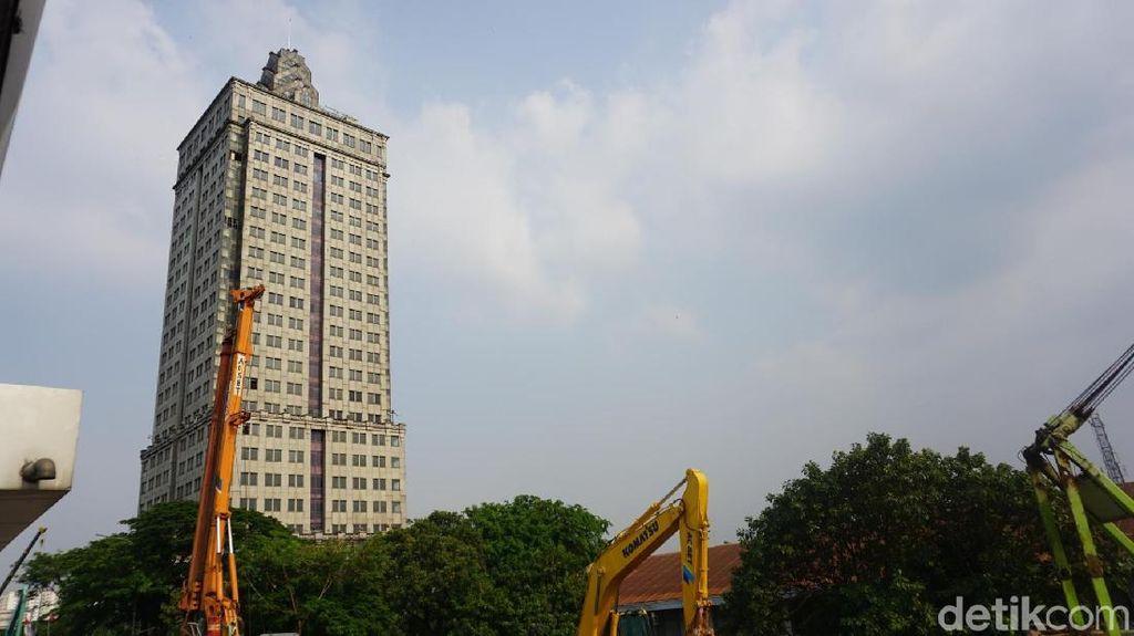 Ingat Inneke Koesherawati, Jadi Ingat Menara Miring Saidah