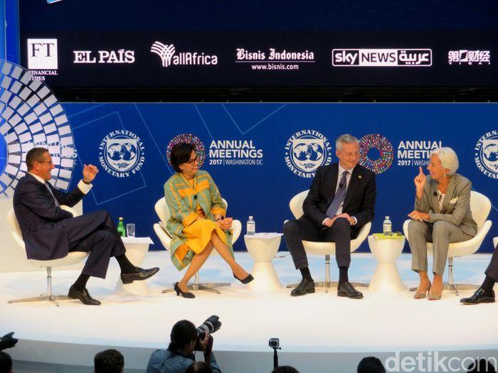 Direktur Pelaksana International Monetary Fund (IMF), Christine Lagarde, Menteri Keuangan Prancis Bruno Le Maire dan Menteri Keuangan Sri Mulyani Indrawati berada dalam satu sesi diskusi pada rangkaian Annual Meeting IMF-World Bank di Washington, Kamis (12/10/2017) waktu setempat.