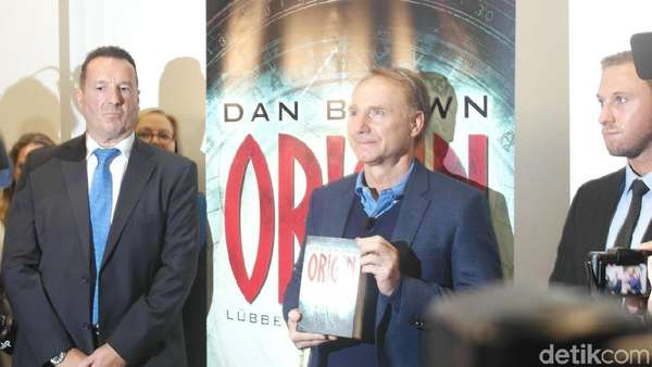 Dan Brown Buka-bukaan di Frankfurt Book Fair 2017