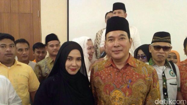 Tommy Soeharto jadi rebutan foto ibu-ibu