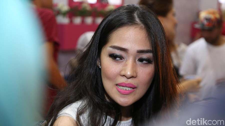 Gracia Indri Tetap Ceria Jelang Menjanda