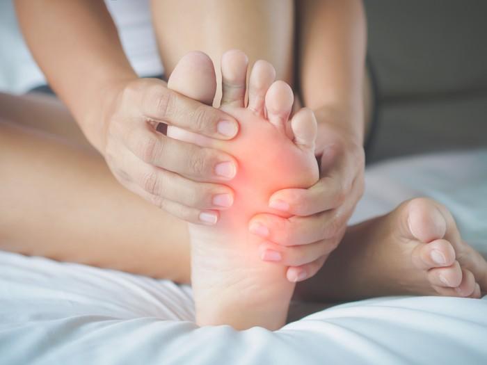 Plantar fascitis adalah cedera yang terjadi pada telapak kaki karena olahraga lari. Cedera ini menyebabkan nyeri yang amat sangat terutama saat melangkah, dan membutuhkan waktu cukup lama untuk sembuh. (Foto: ilustrasi/thinkstock)